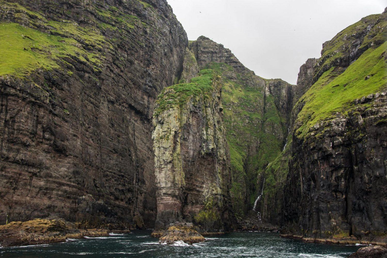 скала слон достопримечательности острова Стреймой Путешествие на Фареры в группе фото