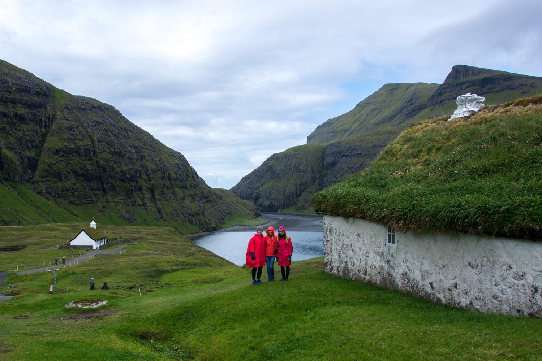 Групповое путешествие на Фарерские острова достопримечательности Деревня Саксун фото